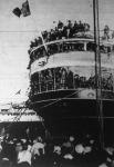 Indul a hajó Abesszínia felé. A Gange olasz csapatszállító hajó katonáit búcsúztatják civil lakosok a nápolyi kikötőben.