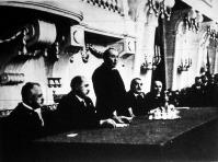 A közigazgatási továbbképző tanfolyamot a Belügyminisztérium dísztermében nyitotta meg Gömbös Gyula miniszterelnök.