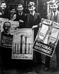 A konzervatív párt baloldali plakátján Baldwin miniszterelnök képe látható
