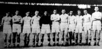 Az Újpest bajnokcsapata Kocsis, Sternberg, Pusztai, Balogh, Hóri, Seres,Szűcs, Vincze, Borsányi, Jávor és Futó