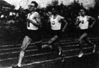 Istenes és Szabó között a világhírű Kucharski fut a 800 m-es verseny győztese