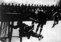 Az osztrák kapus nem tudja védeni Miklós (x) lövését