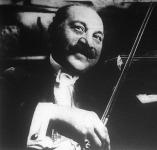 Rigó Jancsi, a kitűnő cigányprímás, ki hegedűjének varázsszavával Chimay hercegnő szívét nyerte meg