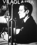 VIII. Edward a mikrofon előtt