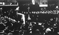 Gömbös Gyula koporsója a keleti pályaudvar érkezési csarnokában felállított ravatalon