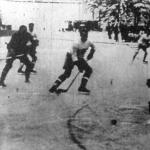 Csák kapus kivédi a balszélen álló francia csatár lövését, előtte Barcza próbálja zavarni (Magyarország - Franciaország 3:0)