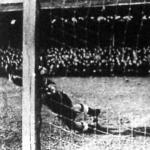 A magyarok első gólja. Titkos hatalmas lövése tizennyolc méterről beröpül a német kapuba