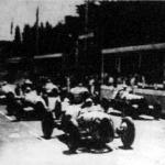 Az elindulás pillanata. Elöl Rosemeyer (16) és Stuck (12). Mögöttük Brauschitz (22) és Nuvolari (24). A harmadik sorban Caracciola (18) és Varzi (14)