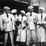 A magyar olimpikonok egy vidám csoportja a formaruhában. Hircsák József, Bay, Elek Ilona, Kabos Endre és Bogáti Erna