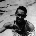 Csík Ferenc a győzelme után a medencében