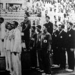A 4x200 méteres gyorsváltó eredményhirdetése, elöl a bronzérmes magyar váltó