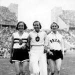 Csák Ibolya a harmadik helyezett német Kaun Elfride és a második helyezett angol Odam Dorothy