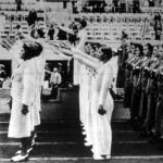 A női tornászverseny győztesei. Elöl a harmadik helyezett magyar lányok, középen az olimpiai bajnok német csapat, mögöttük a második helyezett csehszlovákok