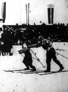 A 4x10 km-es sístafétát a finn váltó nyerte. A győztes csapat két tagja Nurmela és Lahde váltás közben