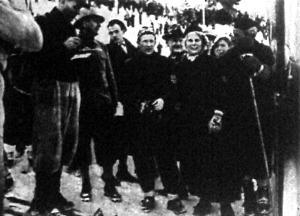 Birger Ruud és Schou-Nilsen kisasszony a többi versenyző gyűrűjében
