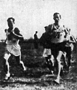 Kelen a mezei futás győztese, jobbra Szilágyi, a második helyezett
