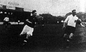 Cseh II. a magyarok második gólját lövi, a labda mögött Smistik látható