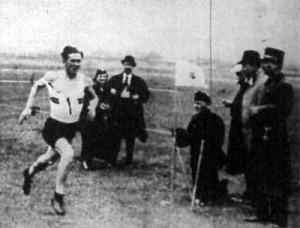 A terepfutás győztese Bolgár Kálmán akadémista befut a célba