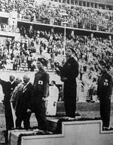 Csík Ferenc a dobogó tetején, a két japán Yusa és Arai között