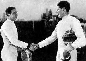 Kabos Endre (jobbra) a kardvívás olimpiai bajnoka