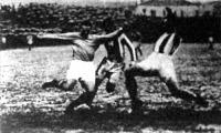 Sternberg és Seres megtámadják a kapura lövő Sast