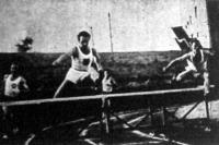 Kovács országos rekorddal győzte le a görög Mantikast (jobb oldalon) a 400 méteres gátfutásban
