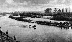 Ulánosok átkelnek egy folyón