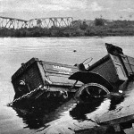 Teherautó a folyóban