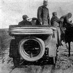 A menekülő Péter királlyal elakadt az automobil és a beteg király lóra száll