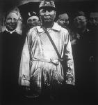 Mussolini mint kénbányász. A szicíliai hadgyakorlat után felülvizsgálta a grottocaldai kénbánya üzemének minden részét.