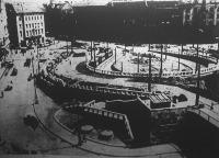 A Horthy Miklós-hid építéséből: az új híd lejárója a Boráros térnél