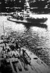 A francia földközitengeri flotta zászlóshajója, a Général Foch páncélos cirkáló kifut a villefranche-i kikötőből