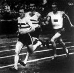 A 10000 méteres síkfutás. Elöl Kelen, mögötte Szilágyi (a győztes), harmadik a svéd Larsson