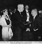 Szent-Györgyi Albert átveszi Gusztav Adolf svéd királytól a Nobel-díjat 1937. decemberében