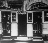 Üzembe helyezték Budapesten az átjáróval felszerelt villamoskocsikat.