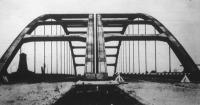 Épül a kettős úttestű német birodalmi nagy autóút, melynek egyik legfontosabb szakaszát a Ruhr-vidéken már megnyitották.