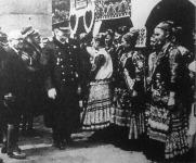 """A Budapesti Nemzetközi Vásár megnyitása után a kormányzói pár a """"Magyar udvar""""-ban tett látogatást."""