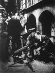 A fegyverek tőzsdéjét nyitották meg a londoni főpolgármesteri hivatal udvarán.