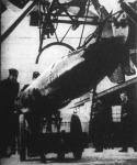 A félelmetes angol flotta harci erejét a repülőgépek a maximumra fokozták. Nemcsak a hajók, hanem a repülőgépek is torpedót vethetnek az ellenséges hajókra.