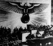 Hitler kancellár nagy beszédét mondja a Reichstag ülésén, a Kroll-operában