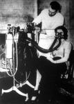 Oxigénnel kevert héliumot adagolnak a légzési nehézségekkel küzdő betegnek
