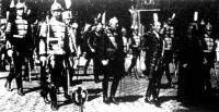 Vitéz Imrédy Béla miniszterelnök a menetben