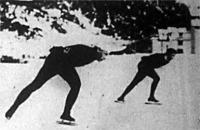A norvég Ballangrud (balra) nyerte Mathisennel szemben a tízezer méteres versenyt