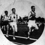 A 3000 m-es síkfutás mezőnye. Elöl Lehtinen (3.), mögötte Szabó (2.) és Iglói, a verseny győztese