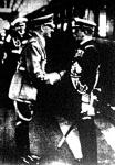 A Kormányzót megérkezésekor Hitler kancellár a kieli pályaudvaron kézfogással üdvözölte