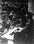 Hitler beszédet mond