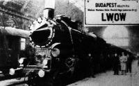 Az első közvetlen budapest-lembergi gyorsvonat indulás előtt a Keleti pályaudvaron