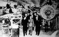 VI. György király látogatása a manchesteri bombavető repülőgépgyárban