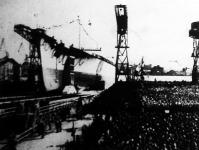 A Tirpitz német csatahajót Hitler jelenlétében bocsátották vízre Wilhelmshavenben