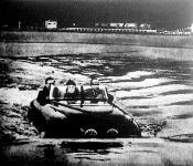 """A """"kétéltű"""" autó vizen"""